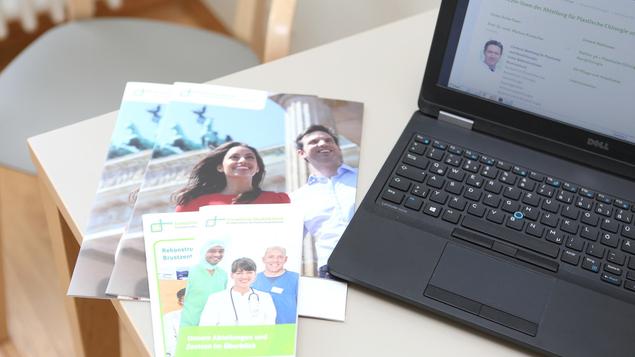 Im ganzen Haus steht unseren Patienten kostenloses WLAN zur Verfügung.