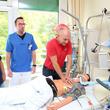 So retten wir Leben: Die Mitarbeiter der Intensivstation demonstrierten, wie die richtige Reanimation im Notfall über Leben und Tod entscheidet.