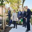 Baumpflanzaktion vor dem Martin Luther Krankenhaus anlässlich des 90-jährigen Jubiläums; Foto: Christina Stivali