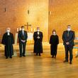 Zum Auftakt des Besuches von Bischof Christian Stäblein (Mitte) feierte die Krankenhausgemeinde Gottesdienst.