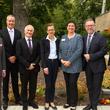 Volker Weihe, Lutz Fritsche, Werner Weinholt, Karin Barnard, Andrea Chuks, Bezirksbürgermeister Reinhard Naumann und Bezirksstadtrat Arne Herz (von links)
