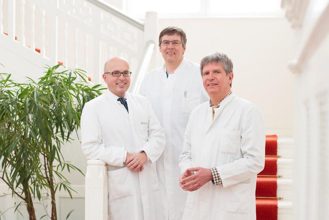 Von L n.R: Prof. Dr. med. Ernst Weigang (Gefäßchirurgie), Dr. med. Dirk-Roelfs Meyer (Radiologie) und Leiter Dr. med. Clemens Fahrig (Gefäßinternist)
