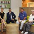 Carsten Engelmann (2. v. li) besuchte auch die modernisierte Physiotherapie des Martin-Luther-Krankenhauses.