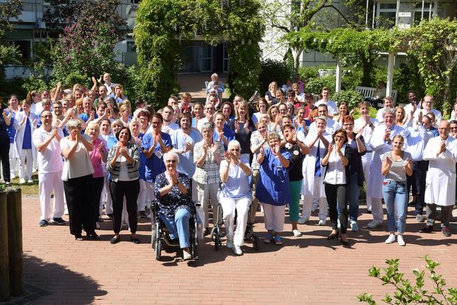 Zeit Zum Danke Sagen Stehende Ovationen Für Pflegekräfte