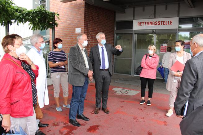 Vor dem Eingang zur Rettungsstelle. Foto: Janet Pötzsch